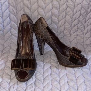 BCBGMaxAzria brown patterned heels